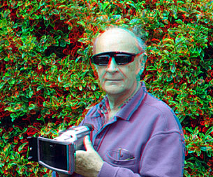 Carl Watson with a Nu-View video camera attachment, wearing electro-optic shutter glasses. 'There is ghosting and a lot of flicker.'